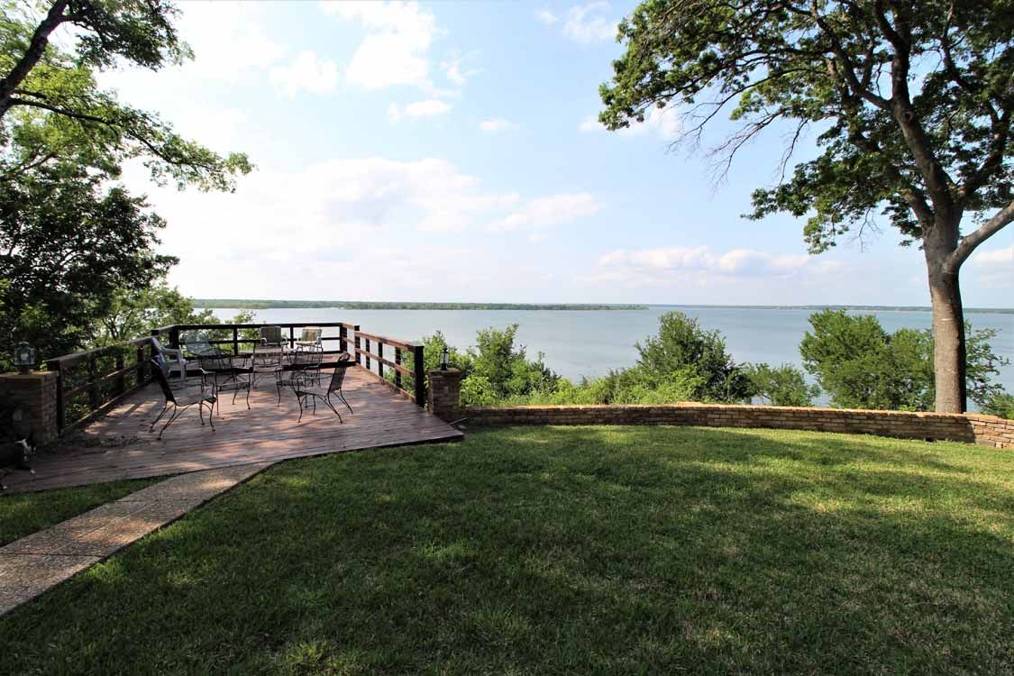 Lake Whitney, Texas vacation home rental | Lake Whitney Log Cabin pet friendly